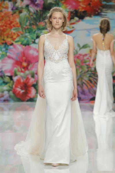 Vestidos de novia para mujeres con mucho pecho 2017: Diseños que te harán lucir fantástica Image: 15