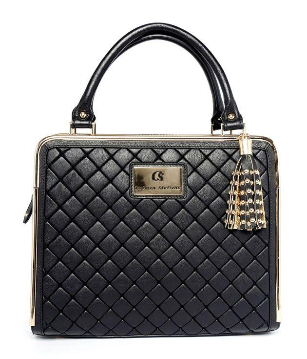 Uma bolsa quadrada cai bem - essa é do tipo que cabe tudo!