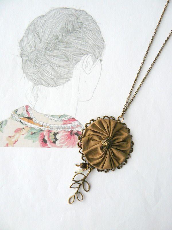 collier tissu soie beige et perles de verre femme romantique boh me chic collier par maj. Black Bedroom Furniture Sets. Home Design Ideas