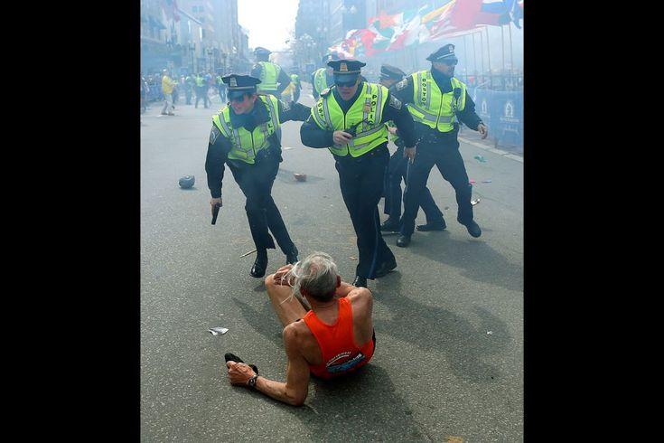 Boston, EE. UU., 15 de abril de 2013. Explosiones en el Maraton de Boston, que dejó varios muertos y más de 170 heridos. Dos bombas explotaron casi simultáneamente en la línea de meta. Los hermanos chechenos Dzhokhar y Tamerlan Tzarnaev fueron identificados como los autores. El segundo murió durante un tiroteo con la policía mientras que el primero fue capturado vivo. Foto: Boston Globe.