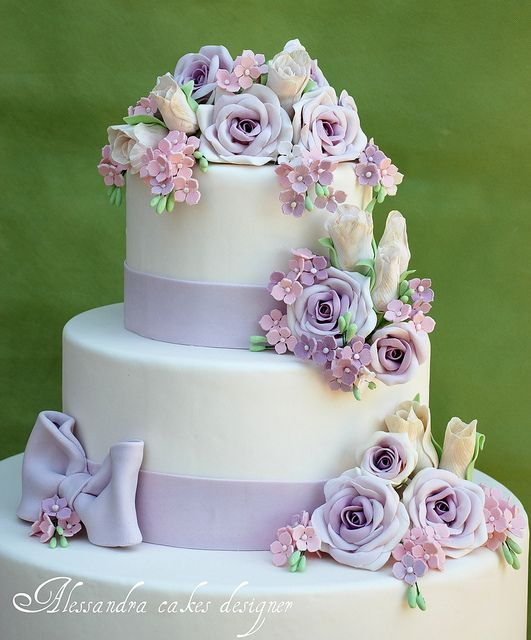 .beautiful wedding cake  I love it!