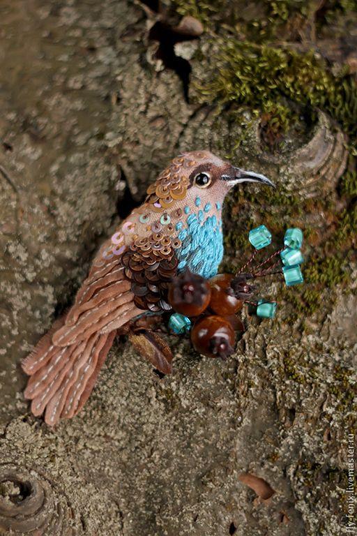 Купить брошь - лесная птица - птица, птичка, пташка, миниатюра, маленькая брошь, на платье, брошка