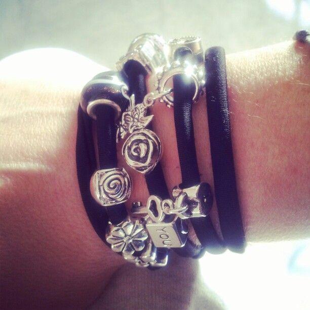 Elastic black. ..#bracelet#black#charms#silver#lycra#bracelet#outfit#designer#etsy#etsyjewelry#madeinitaly#cute#fashion#hanade