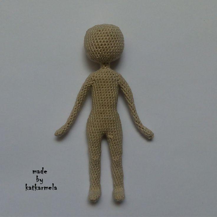 Каркасные вязаные куклы начинаются с тела. Этот МК позволит связать куколку с реалистичным телом ростом 12 см. Автор схемы Katkarmela.