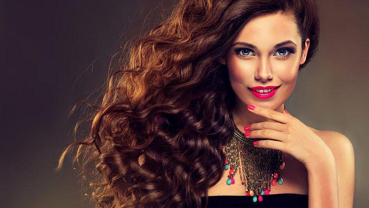 Eine lange, wallende und kraftvolle Mähne - genauso wie Rapunzel: Welche Frau hätte das nicht selbst gerne? In unserem Video erfahren Sie, wie Sie viel schneller als bisher zu prachtvollem Haar kommen.