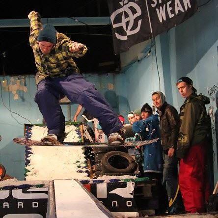 Makin' that transfer right.  #jibbing #torun #uniqueskillz #snowboard #lifestyle