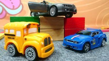 Мультики про машинки. Автосалон итальянских автомобилей. Конструктор Alfa Romeo http://video-kid.com/10699-multiki-pro-mashinki-avtosalon-italjanskih-avtomobilei-konstruktor-alfa-romeo.html  Видео для детей. Игрушечные машинки - гоночный автомобиль Спиди и школьный автобус Бас - собирают конструктор Альфа Ромео. На итальянском автосалоне пока не очень много автомобилей. Басси и Спиди уже собрали Fiat 500  а сегодня они распаковывают игрушечный конструктор с деталями Альфа Ромео. У них…
