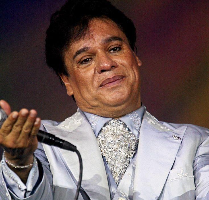 Juan Gabriel - Alberto Aguilera Valadez mejor conocido como Juan Gabriel fue detenido en 1971 en la prisión de Lecumberri justo antes de que su carrera artística despegara. El delito por el que fue detenido fue por el robo de un radio de transistores. Ahí dentro por recomendación del Director del Penal conoció a Enriqueta Jiménez quién fue la impulsora musical del Divo de Juárez.