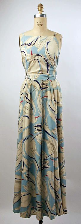 Crane print 1930s pajamas? I would wear these everyday! See me with my cart in the foodstore. Pajamas  early 1930s