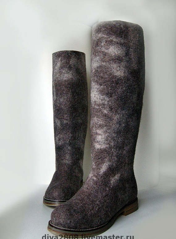 Felted Cocoa Boots by Ukrainian artist, Diana Nagorna