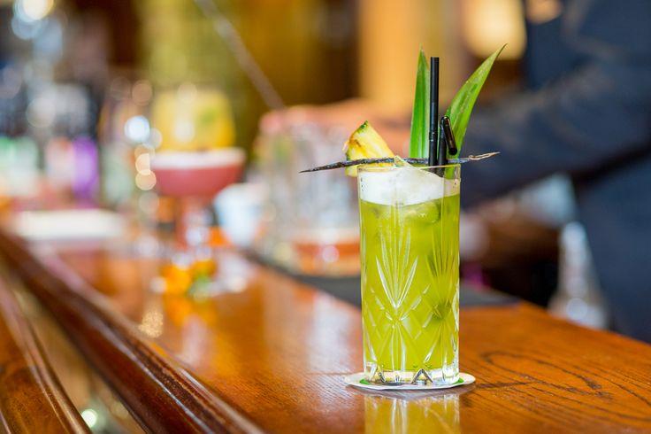 Le cocktail du mois de juin, Green Candy, est une jolie création aux saveurs d'été. Liqueur de melon, Martini Bianco, jus d'ananas et jus de citron vert frais s'y mêlent, adoucis par un trait de sirop de vanille. A déguster au Bar du Negresco en juin uniquement !