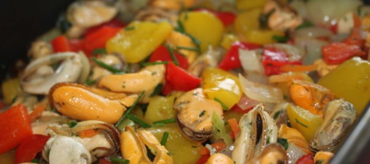 Gebakken mosselen met paprika en ui | Lekker Tafelen