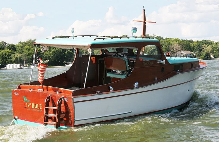 Big Boy Toys Boats : Classic wooden boat with boarding ladder big boy