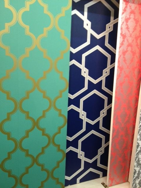 Temporary wallpaper! @Julie Forrest Garcia Changes a whole room on just one wall, love love loooooove! @ Blue Hand Home