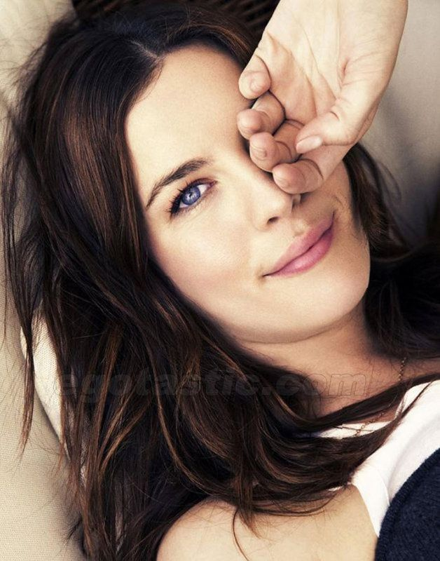 Liv Tyler... Makes me want to colour my hair darker