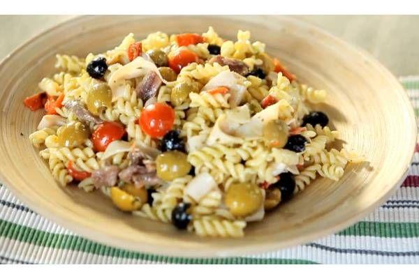 Receta de Ensalada de pasta al pesto con tomates cherry - Gallina Blanca