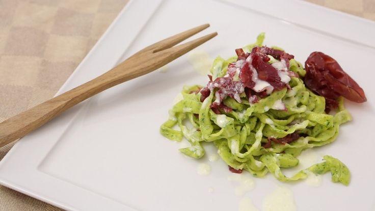 #Bresaola, #rucola e #grana… un trio delle meraviglie in cucina! Che ne dite di utilizzarli per preparare un gustoso piatto di #tagliatelle? Per vedere la #ricetta cliccate qui -> http://www.saporie.com/it/doc-s-85-26056-1-tagliatelle_alla_rucola_con_bresaola_e_crema_al_grana_padano.aspx #recipe