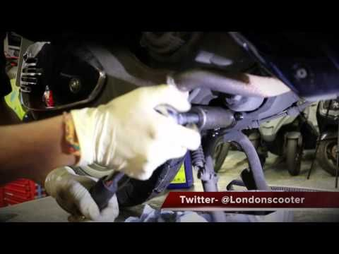 Vespa GTS 125 How to's - Change the oil and oil filter. - YouTube