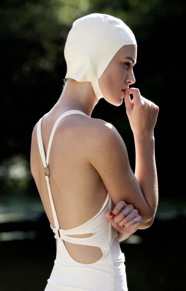 Styling Ref - Swimmers cap and vintage swimming suit. (Keira Knightley, Atonement, 2007)