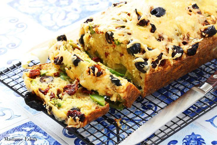 Chlebek ze szparagami - pyszna propozycja na śniadanie. Do zrobienia w niecałą godzinę. Znika w oka mgnieniu! Jest pyszny, wilgotny i bardzo sycący.