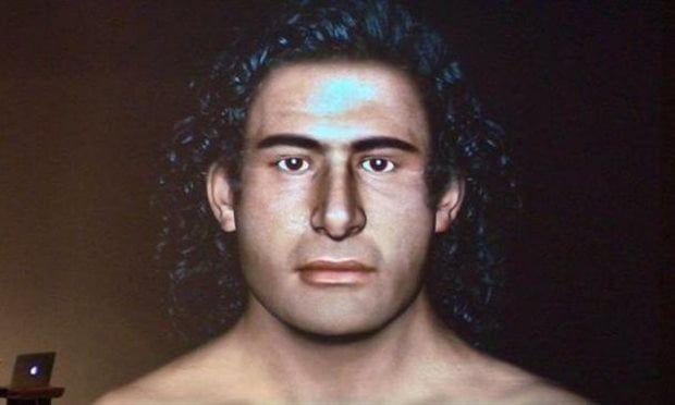 En el verano de 2015 las excavaciones llevadas a cabo por los arqueólogos de la Universidad de Cincinnati Jack Davis y Sharon Stocker en el entorno del palacio micénico de Nestor en Pilos, Grecia, hallaron una tumba con los restos de un guerrero, datados hacia el año 1500 a.C.  En el interior