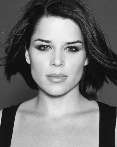 Neve Campbell as Gillian Chamberlain