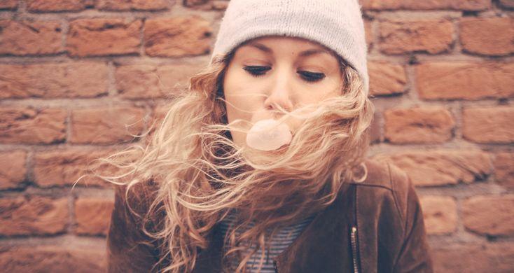 Veel mensen eten dagelijks kauwgom. Vaak eigenlijk zonder erbij na te denken, of om na het eten even de vervelende smaak uit hun mond te krijgen. Maar wist je dat, naast een frisse adem, kauwgom nog veel meer goeds voor je kan doen?� 7 verrassende voordelen van kauwgom kauwen Kauwgom helpt bij het afvallen Voel�