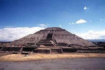 Cultura Azteca: Pirámide escalonada de Teotihuacán.