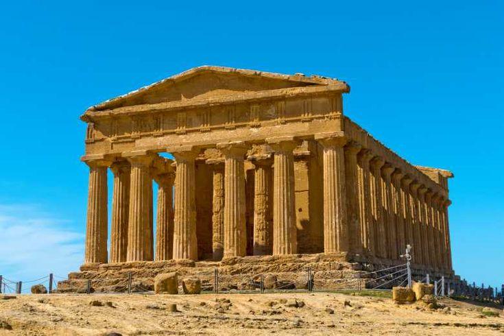 Les Constructions Grecques Antiques Disposaient Deja De Rampes D Acces Pour Les Personnes A Mobilite Reduite Construction Grece Grece Antique