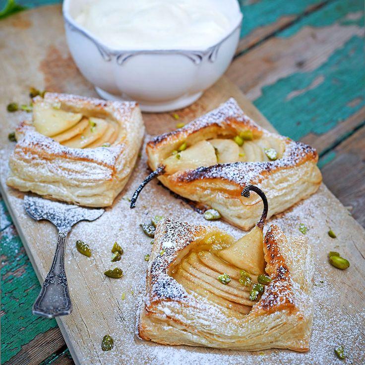 PÄRONFLARN Servera gärna de eleganta päronflarnen med vaniljgrädde eller vaniljglass.