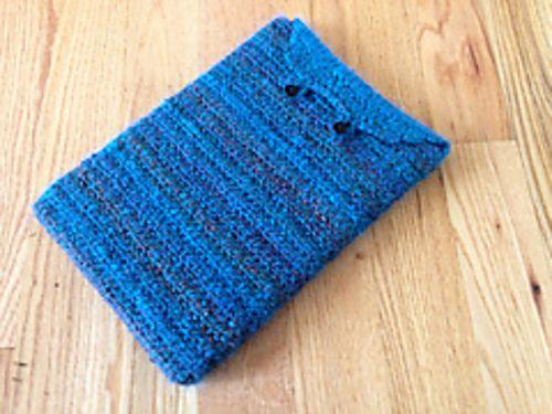 Crochet Mac Laptop Case - free adjustable size crochet pattern by Elizabeth Denne