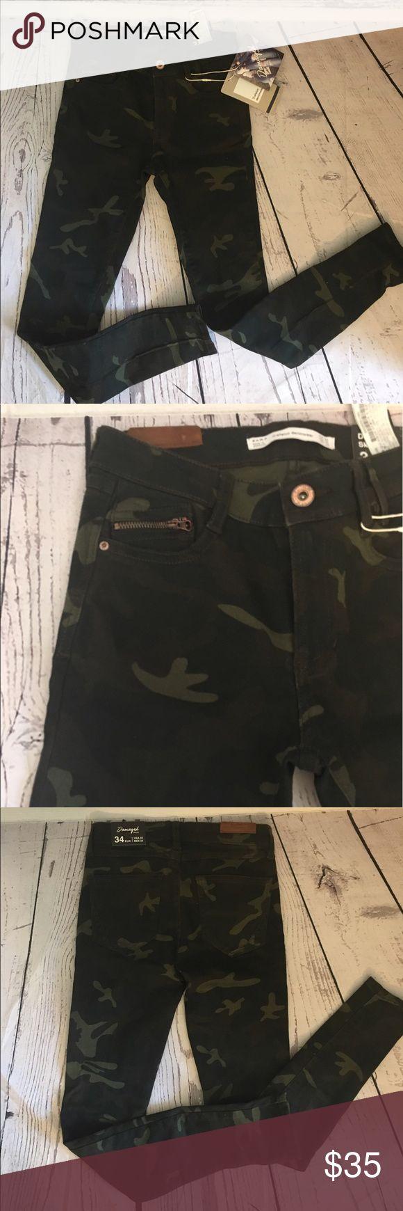 NWT Zara camouflage skinny jeans Zara camo jeans in size 2. %98 cotton %2 elastane. Would fit 0-1-2 Zara Jeans Skinny