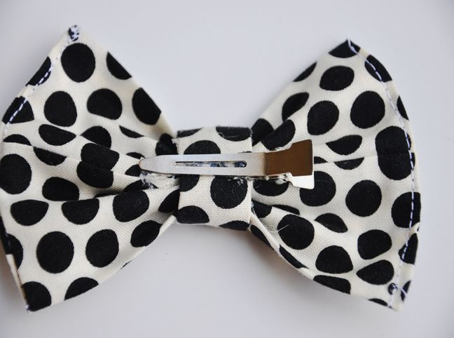 This bow is the quintessential girl hair accessory that goes with everything and is darling to boot. I love it clipped on the side, but place it right above a pony tail in the back to create a classic look with any outfit. Grab some scraps and sew up a whole half dozen with me …