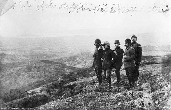 İngiliz ve Fransızların geri çekilmesini izleyen Türk kurmayları
