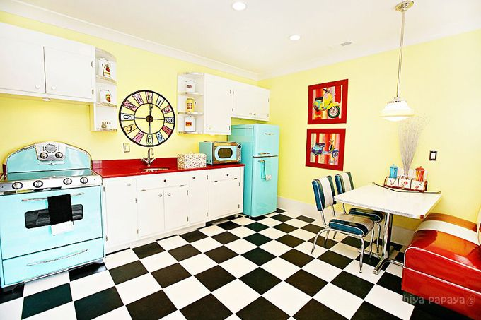 dream dream dream: Funky Kitchens, Kitchens Design, Dreams Kitchens, Vintage Kitchens, Estilo Retro, Basements Kitchens, Cozinha Retrô, Retro Kitchens, Cooker