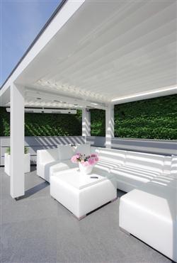 Livium introduceert de Â'Louvre-pergolaÂ'; een zelfdragende overkapping die op elke plek in de tuin zelfstandig kan worden geplaatst. Een louvredak