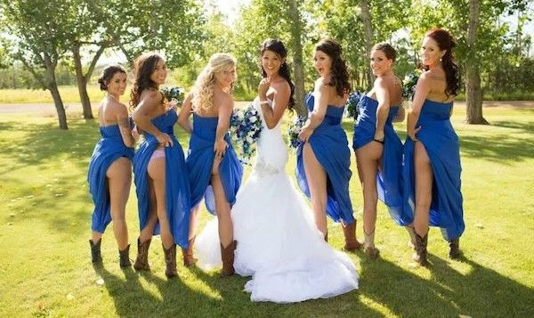 Blote konten zijn nieuwe trend op huwelijksfoto's