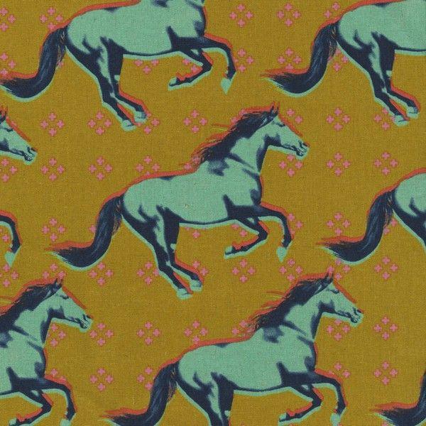 Divoký mustang bavlna / len Látka Divoký mustang z kolekce Mustang designérky Melody Miller, výrobce Cotton and Steel. Materiál: Směsová látka 55% bavlna, 45% len, šíře 110 cm. Vzor: kůň, mustang Látka má metalický tisk - jednou z berev je metalická zlatá. Cena je za 45 cm. V případě objednávky více kusů vám bude látka dodána vcelku. Pokud chcete jiný rozměr než ...