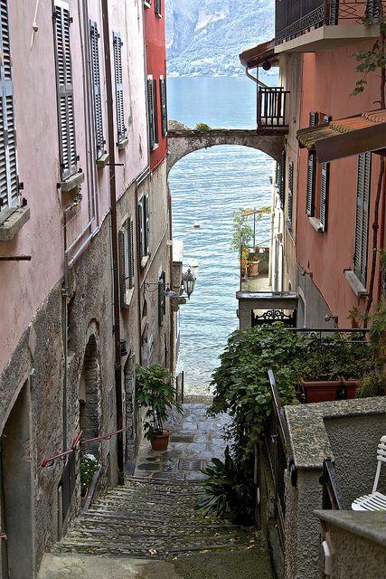 Bellagio, Lake Como, Italy LA BELLEZA DE UN LUGAR COMO ESTE, ESTA EN LA PERCEPCIÓN DE LO BELLO QUE LO RECUERDAS, CADA MINUTO DE TU VIDA.