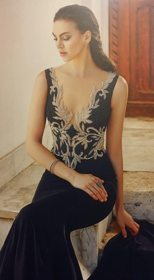 Robe libanaise bleue marine et beige magnifique