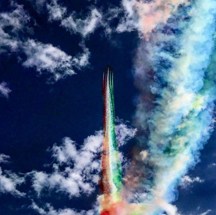 Inaugurazione Piazzale Aeronautica Militare - Giovinazzo  #freccetricolori #italia #italy #onorenazionale #giovinazzo #mytown #fly #tricolore #frecce #aeronauticamilitare #aeronautica #cloudyday #clouds #airplane #tornado #puglia #puglialovers #nonveniteinpuglia #iphone7 #sky #beautiful #volgopuglia #igersitalia #igersbari #bari #myplace #borgoantico #lungomare #scia