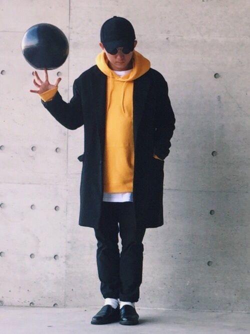 ▶︎WEARコーデ毎日更新中  チェスターコート下ろしました😁  黄色パーカーを差し色に☆