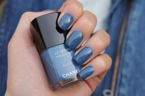 Jeansblauwe nagels