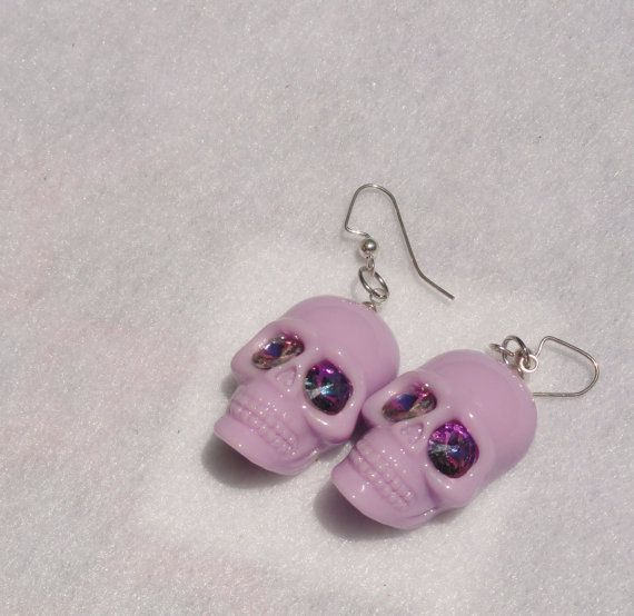 Pastel Goth Lilac Skull Earrings with Swarovski Eyes Bubble Goth Fairy Kei Lolita Pastel Grunge Spooky Cute Skull Earrings Kawaii resin