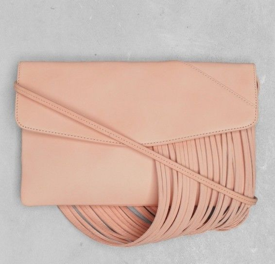 Clutch rosa con frange & Other Stories