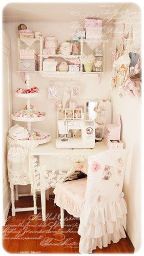 I love this little sewing/crafting nook so much! I would think this is a very good use of a small little space, don't you?