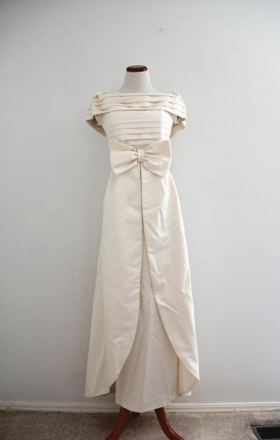 1980s Wedding Dress 1960s Style Classic Cream by evelynrosevintage