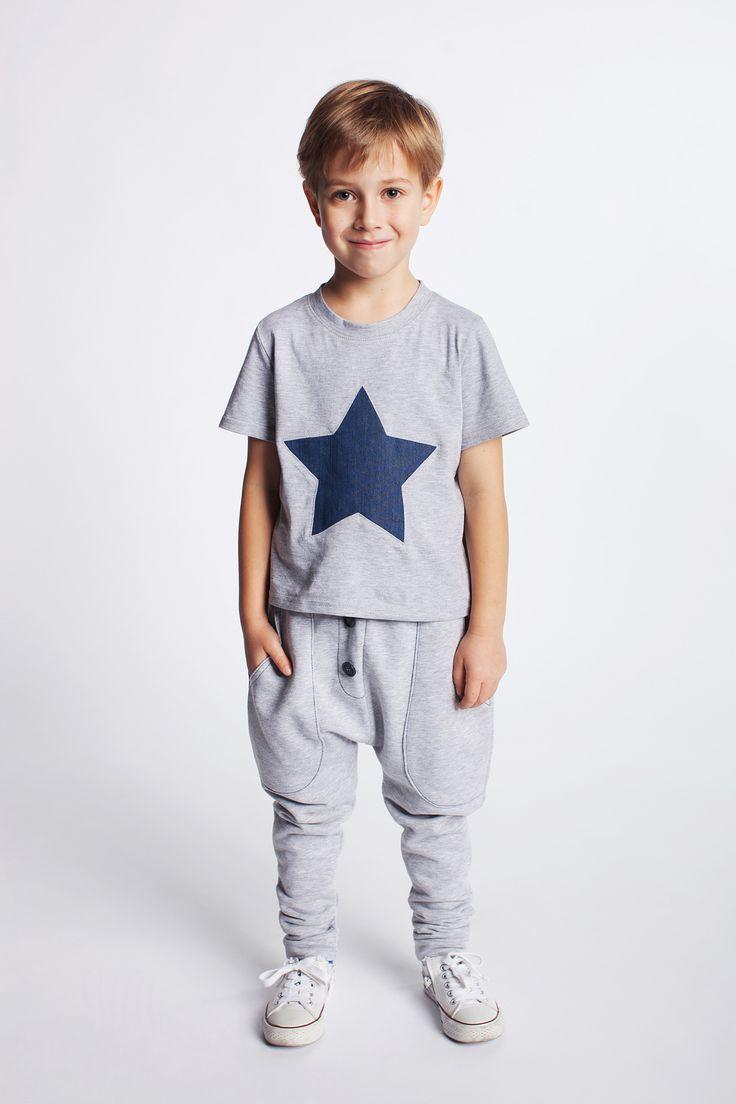 Koszulka z gwiazdą. https://kids.showroom.pl/dziecko/49441,dodo-koszulka-chk06