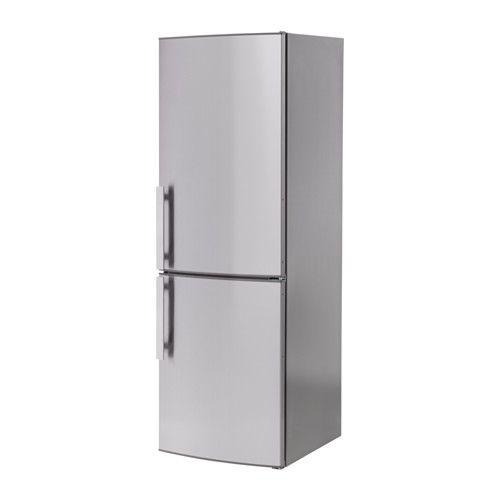 IKEA - KYLSLAGEN, Jää-/pakastinkaappi, 5 vuoden takuu. Lisätietoja ja takuuehdot takuuvihkosessa.4 siirrettävän, karkaistusta lasista valmistetun korkeareunaisen hyllylevyn ansiosta hyllyvälejä on helppo säätää tarpeen mukaan.Kiinteän puhaltimen ansiosta koko jääkaapin lämpötila pysyy tasaisena, minkä ansiosta erilaisia ruoka-aineita ei tarvitse säilyttää eri tasoilla.Pikajäähdytystoiminto viilentää elintarvikkeet nopeasti. Kätevä esimerkiksi silloin, kun on ostettu paljon kerralla.Paka...