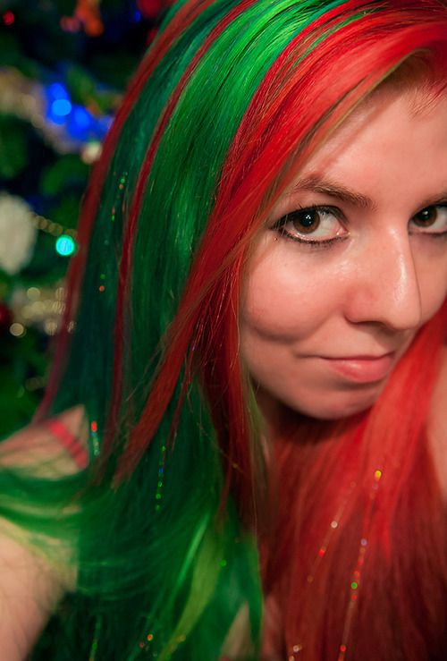 My Red & Green Christmas Hair with Hair Tinsel | hairbylizzy.tumblr.com